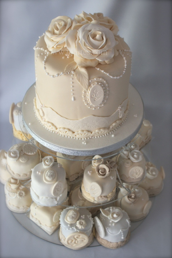 Vintage Wedding Cakes Ideas  LE PIU BELLE MINI WEDDING CAKES