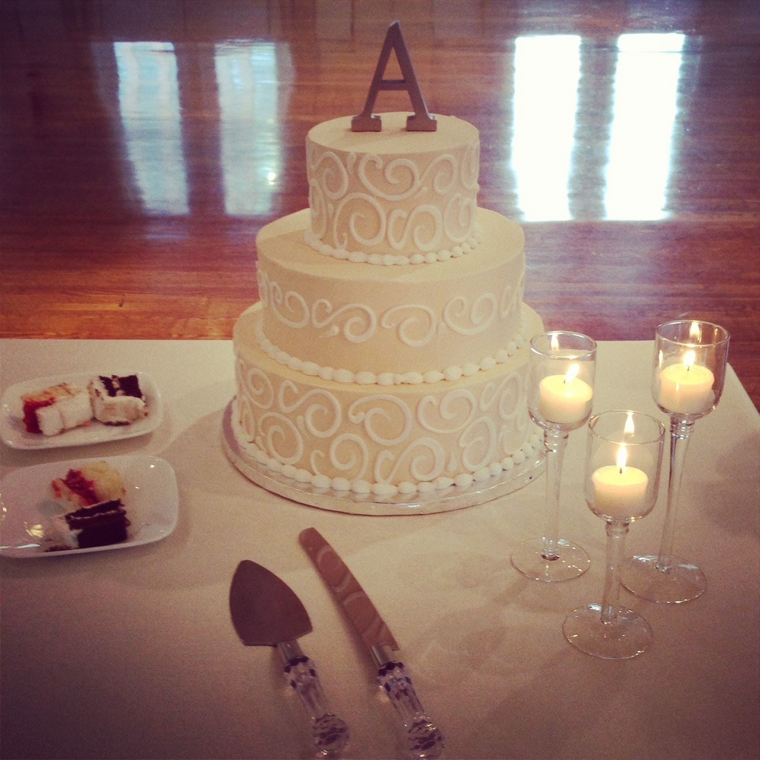 Walmart Wedding Cakes Pictures  News Flash Walmart Makes Wedding Cakes And They re GOOD