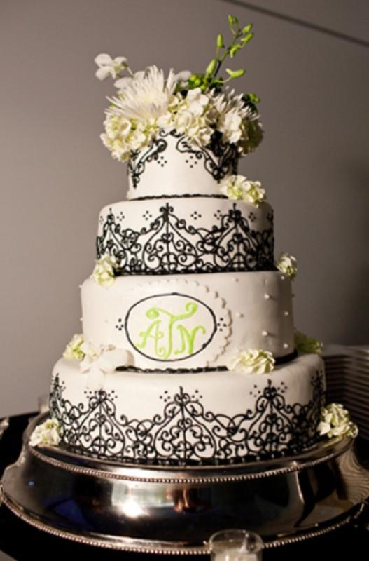 Wedding Cake Black And White  42 Gorgeous Black And White Wedding Cakes Weddingomania