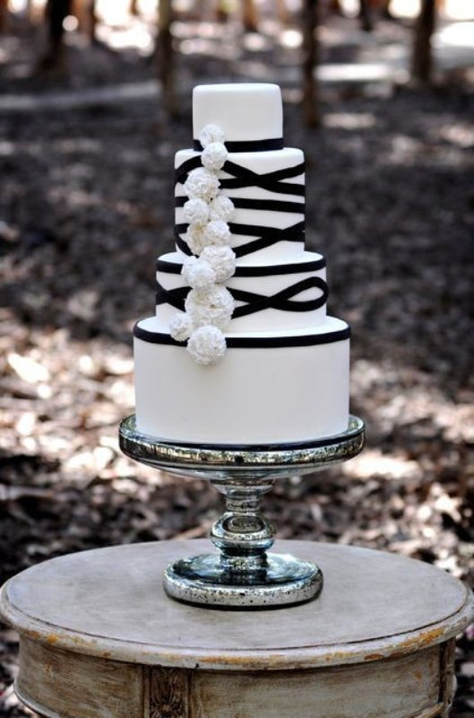 Wedding Cake Black And White  Picture Gorgeous Black And White Wedding Cakes
