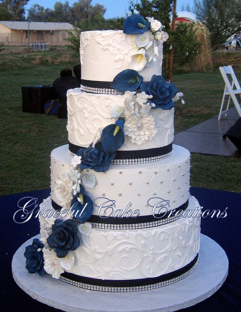 Wedding Cake Blue And White  Elegant White Butter Cream Wedding Cake with Navy Blue
