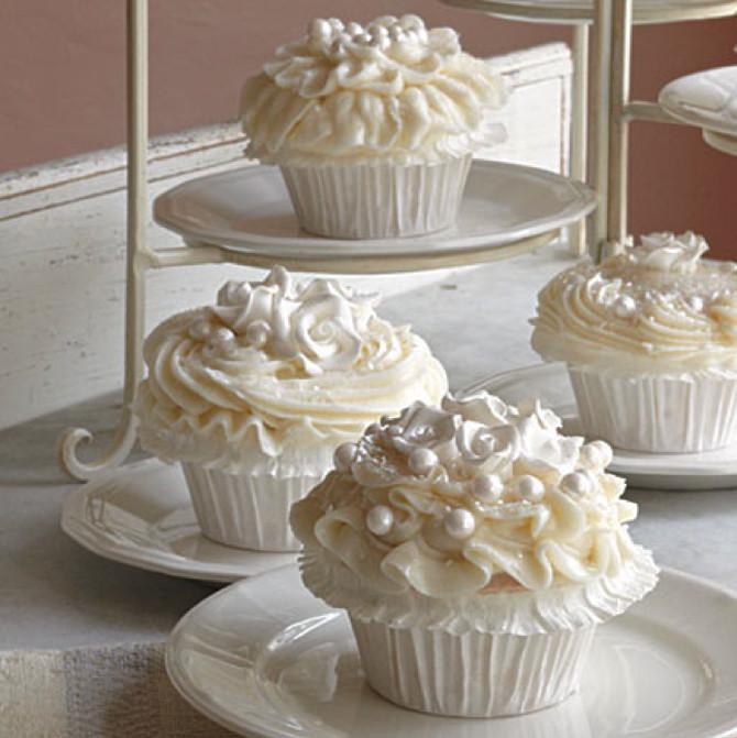 Wedding Cake Cupcake Recipe  Cupcakes em casamentos Cupcakes para casamentos