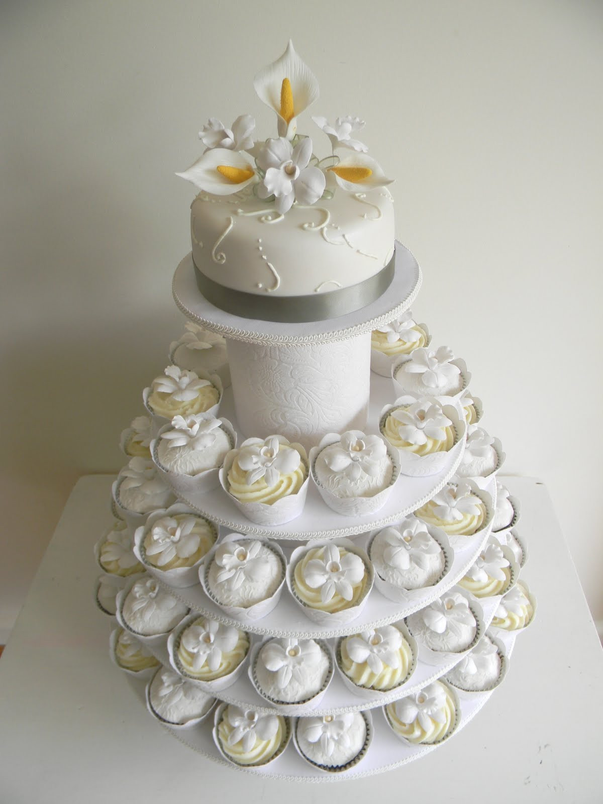 Wedding Cake Cupcakes  Just call me Martha Celia & Istvan s wedding cake & cupcakes