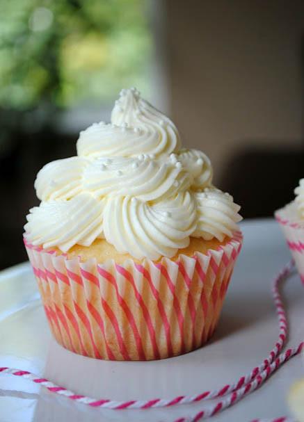 Wedding Cake Cupcakes With Buttercream Frosting  Almond Wedding Cake Cupcakes with Raspberry Filling
