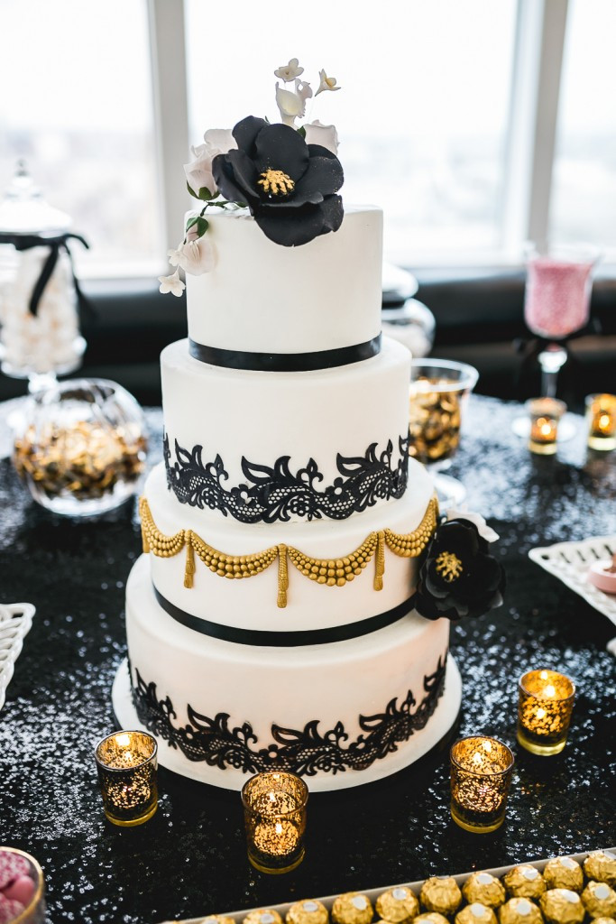 Wedding Cake Gold And White  17 Pretty Perfect Wedding Cakes We re Drooling Over