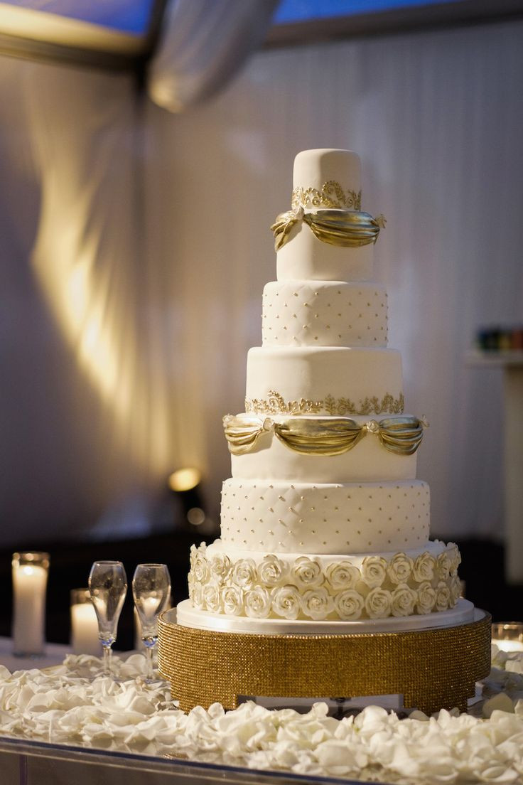 Wedding Cake Gold And White  196 best Winter Wedding Ideas images on Pinterest