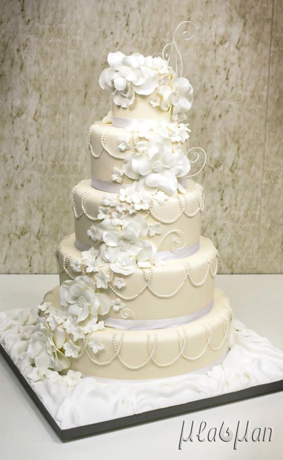 Wedding Cake Gold And White  White And Gold White And Gold Wedding Cake