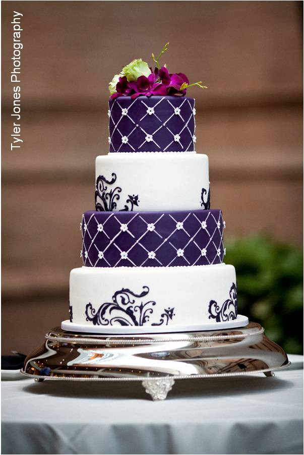 Wedding Cake Purple And White  purple wedding cakes