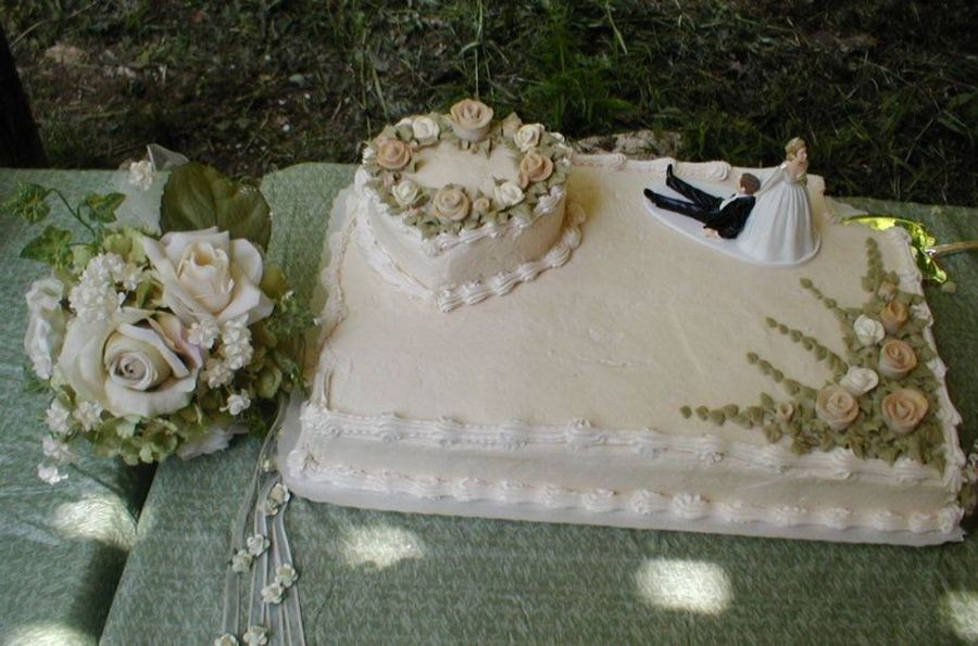 Wedding Cake Sheet Cake  Wedding Cake Sheet Cake With Heart And Fondant Roses