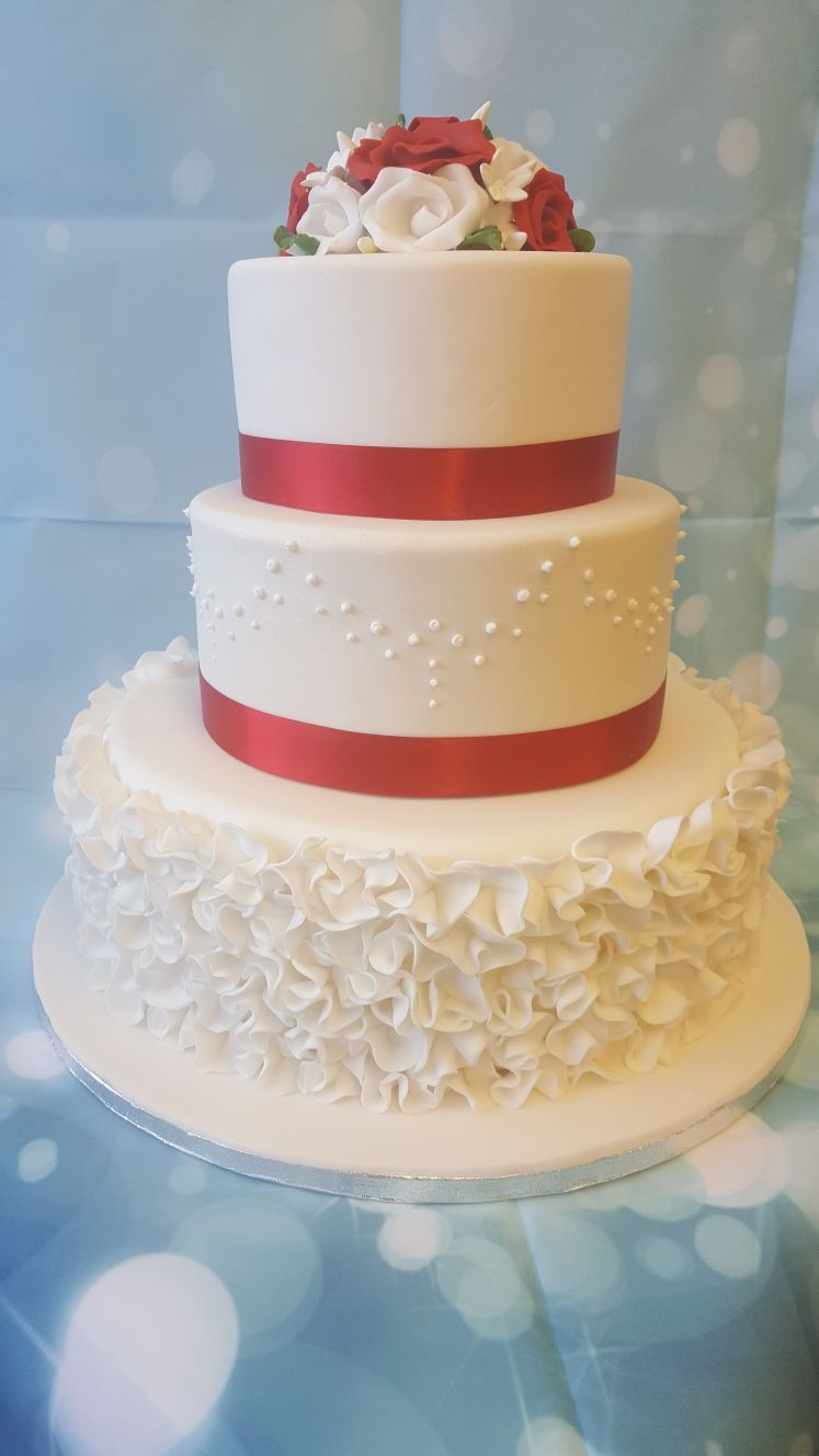 Wedding Cakes 3 Tier  3 Tier Wedding Cake Ruffles Ravens Bakery of Es Ltd