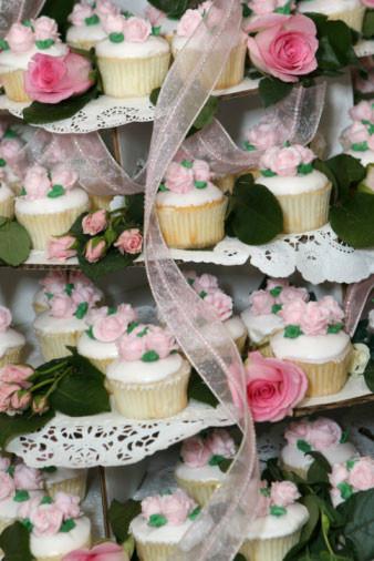 Wedding Cakes And Cupcake Ideas  bride
