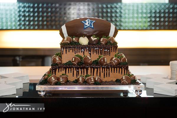 Wedding Cakes Arlington Tx  Dallas Cowboys Stadium Wedding s Arlington Texas