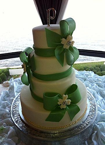 Wedding Cakes Arlington Tx  Mama Licious Cakes in Arlington TX YellowBot