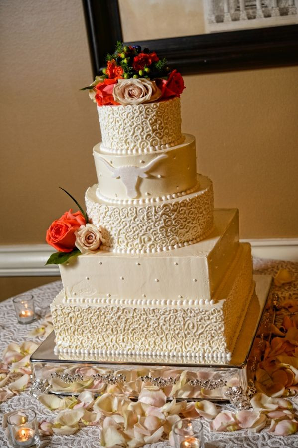 Wedding Cakes Arlington Tx  longhorn wedding cake Wedding at Arlington Heights United