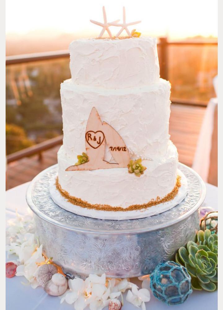 Wedding Cakes Beach  50 Beach Wedding Cakes for your Vows by the Sea Mon