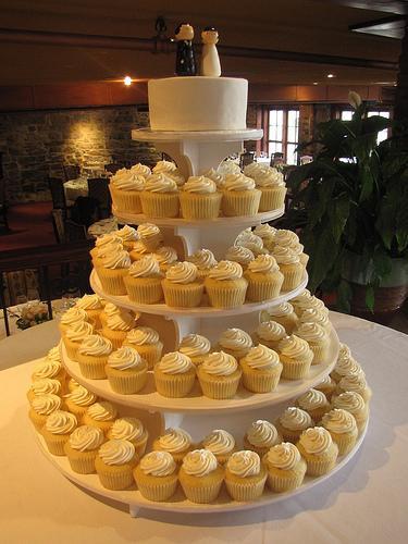 Wedding Cakes Budget  Beautiful Bud Wedding Cakes My Trio Rings The