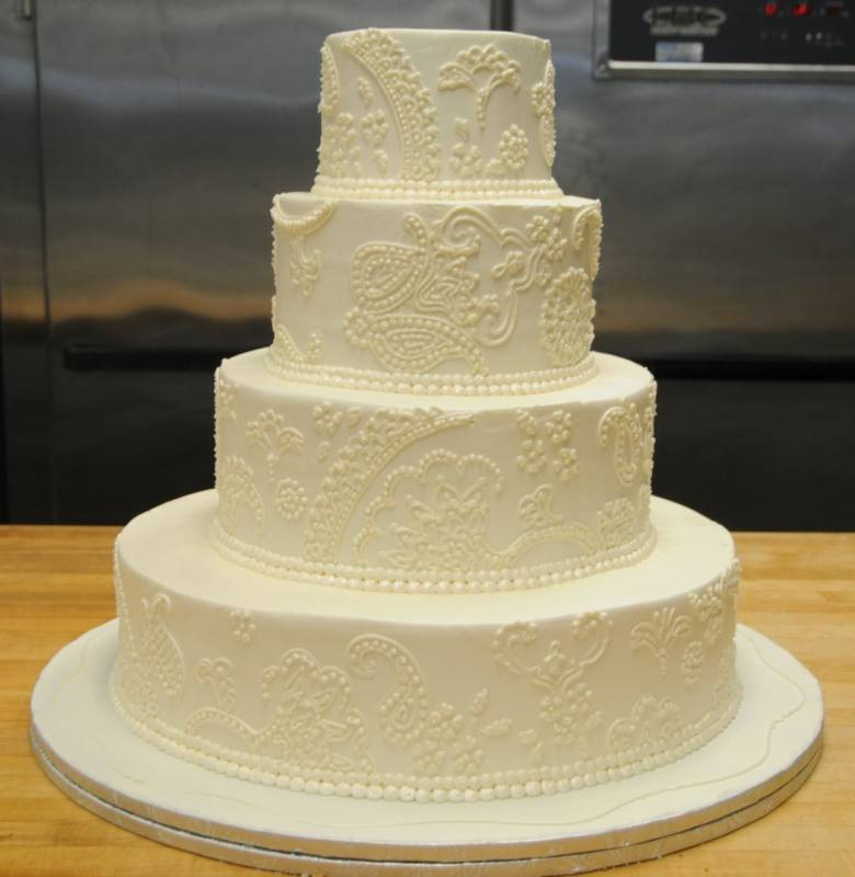 Wedding Cakes Buttercream Frosting  Buttercream vs Fondant Wedding Cake Frosting Wedding