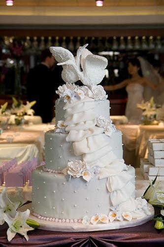 Wedding Cakes Chicago  Chicago Wedding Swan Cake