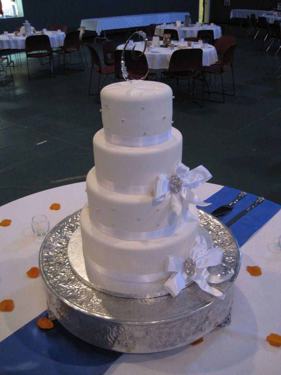 Wedding Cakes Cincinnati  Cotillion Events Wedding Cakes Cincinnati Oh Round White