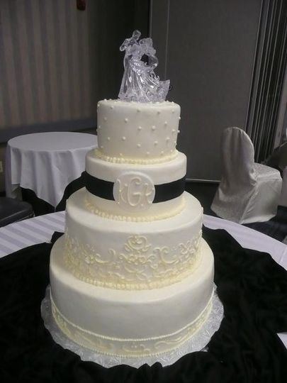 Wedding Cakes Columbus Ohio  Cakes by Cecile Wedding Cake Columbus OH WeddingWire