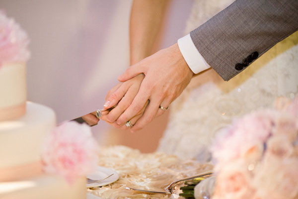 Wedding Cakes Cutting  Bride and Groom Cutting Cake What Should You Know