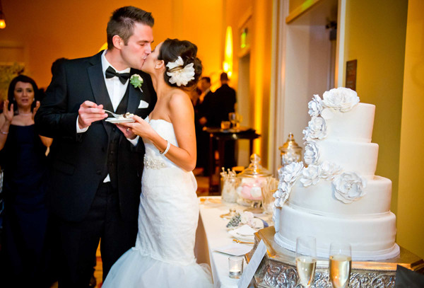 Wedding Cakes Cutting  How to Serve your Wedding Cake Quicker