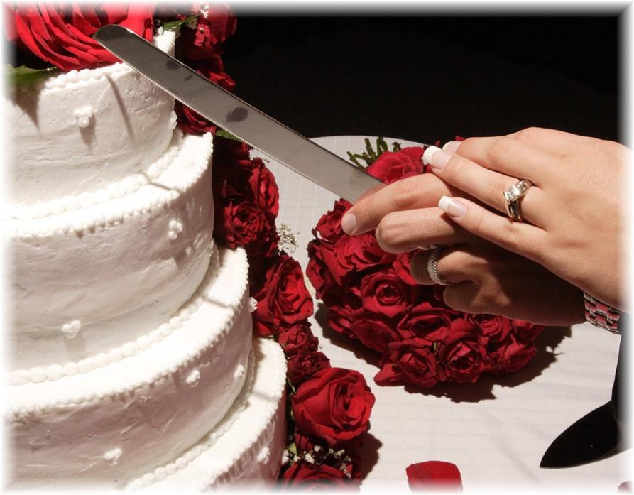 Wedding Cakes Cutting  A perfect wedding cake