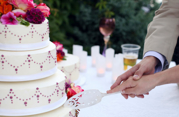 Wedding Cakes Cutting  Wedding Cake Cutting – The Do's and Don'ts – Kasalang Pilipino