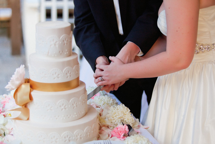 Wedding Cakes Cutting  Wedding Cake Tasting Tips