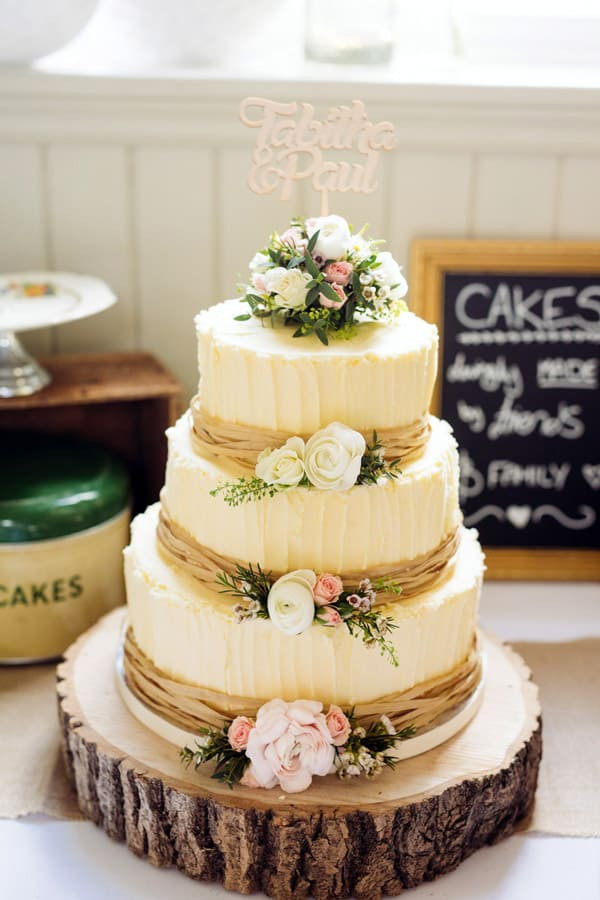 Wedding Cakes Decorated  17 Wedding Cake Decorating Ideas Perfect for Rustic