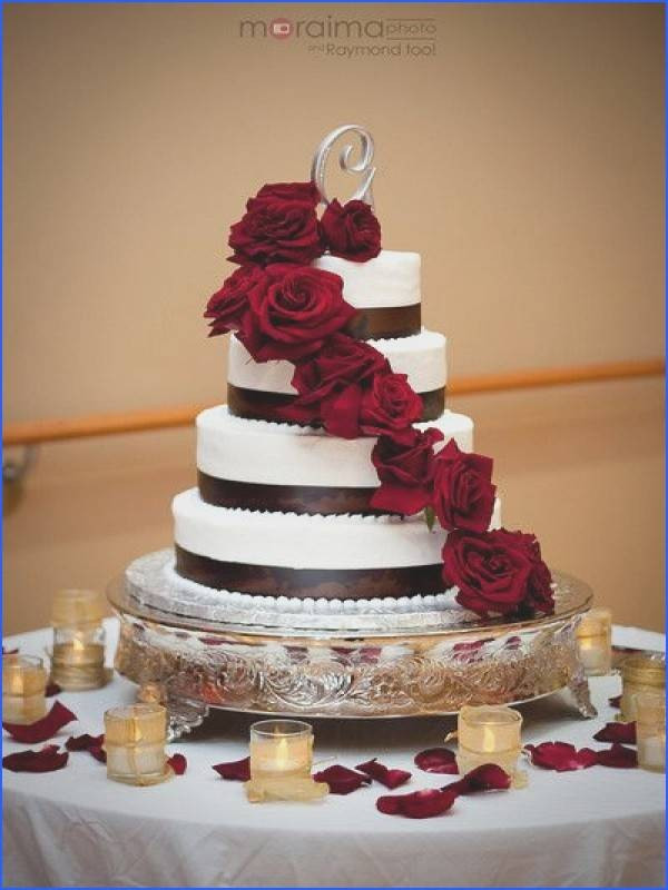 Wedding Cakes Des Moines  Wedding Cakes Des Moines New Horse Wedding Cakes