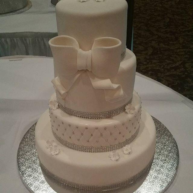 Wedding Cakes Detroit  Kakes by Blossom Wedding Cake Detroit MI WeddingWire