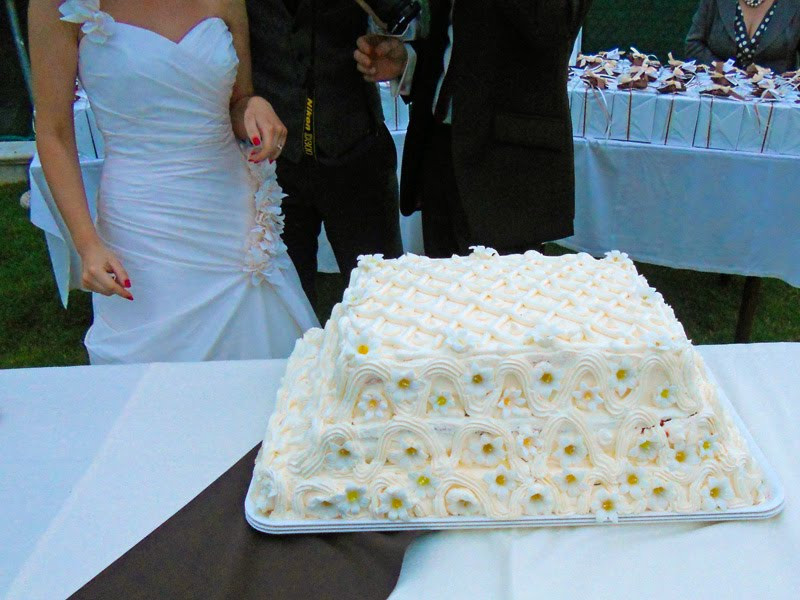 Wedding Cakes Disasters  My wedding cake wreck The Graphic Foo
