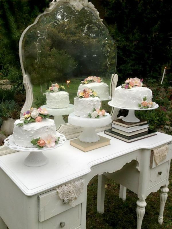 Wedding Cakes Display Ideas  Picture How To Display Multiple Wedding Cakes 27