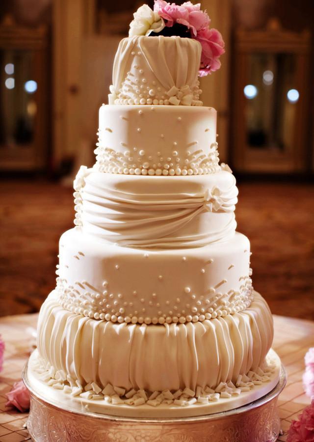 Wedding Cakes Elegant  elegant wedding cake toppers Traditional Yet Classic