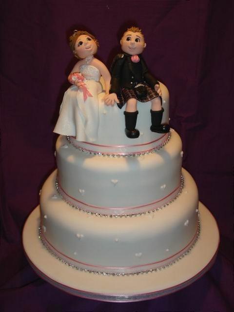 Wedding Cakes Figures  bride and groom figure wedding cake