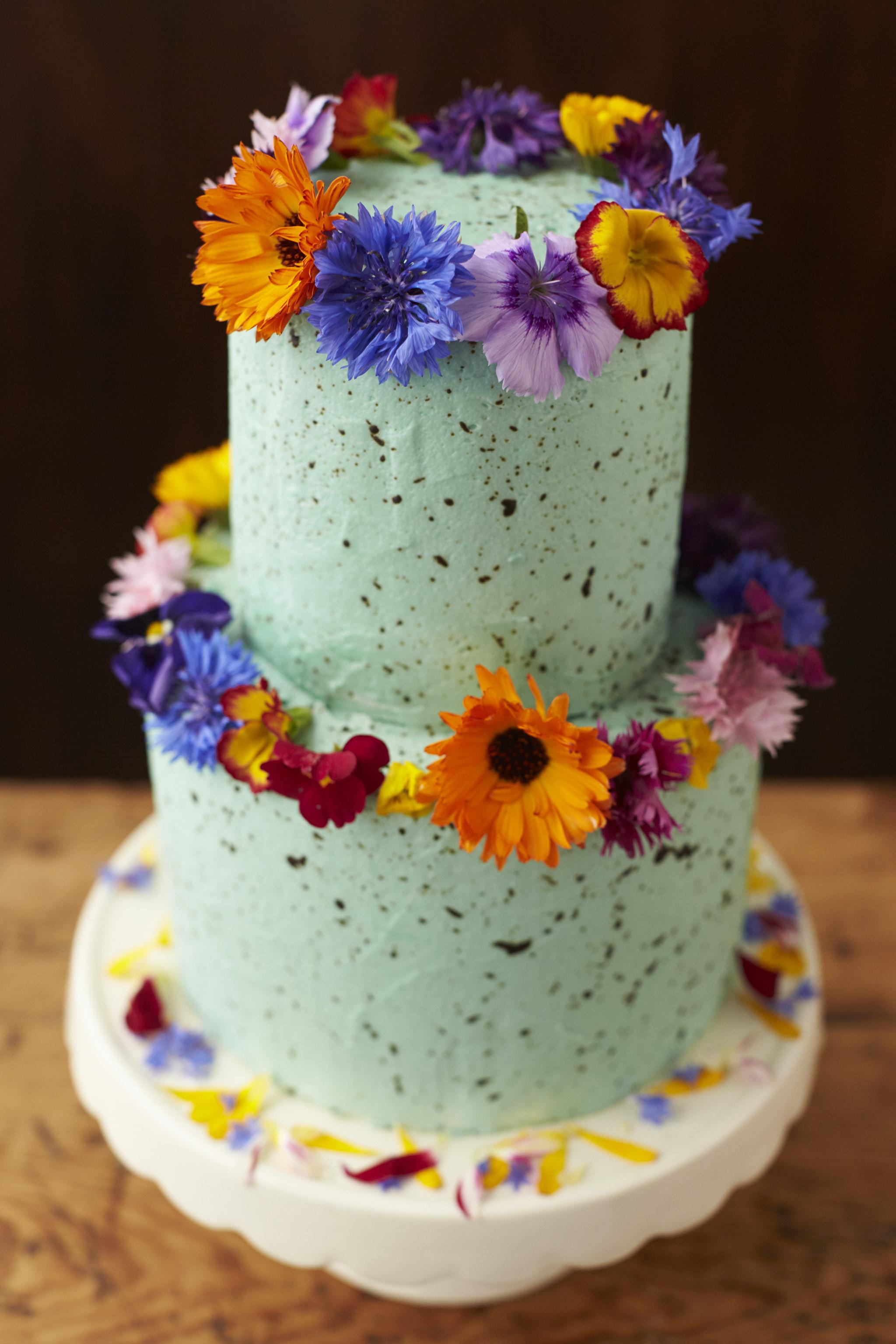 Wedding Cakes Flower  Using Fresh Flowers Wedding Cakes The Guide Fresh