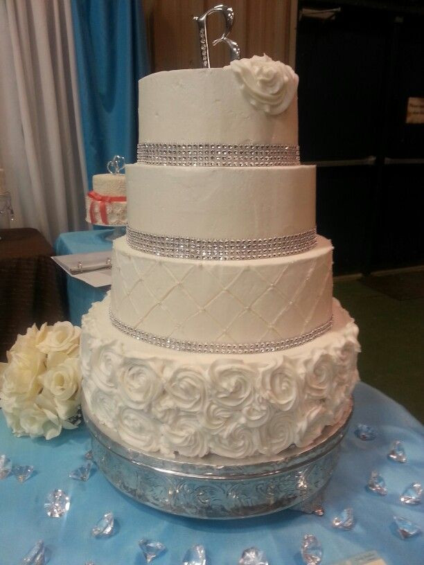 Wedding Cakes For 200 Guests  4 tier wedding cake would feed 200