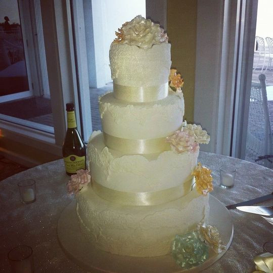 Wedding Cakes Fort Lauderdale  Susie s Scrumptious Sweets Wedding Cake Fort