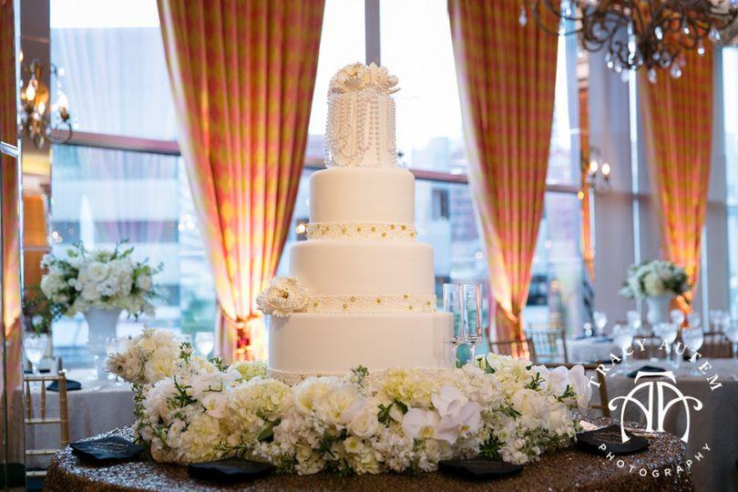Wedding Cakes Fort Worth Texas  Creme de la Creme Cake pany Wedding Cake Fort Worth