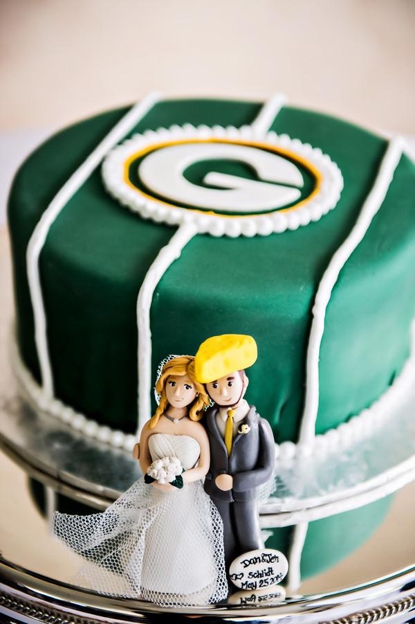 Wedding Cakes Green Bay  Outdoor Wedding in a Virginia Botanical Garden with a