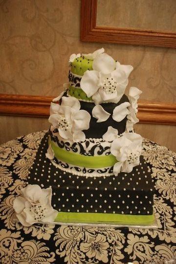 Wedding Cakes Green Bay Wi  The Cake Guru Tamara s Wedding Cake Oshkosh WI