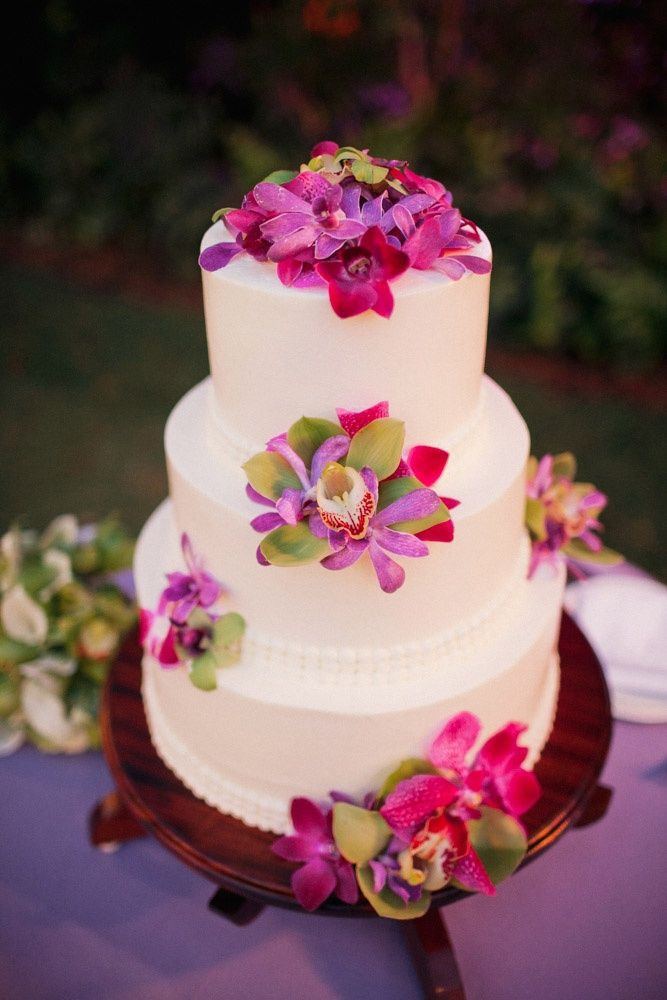 Wedding Cakes Hawaii  Wedding Flowers wedding cake with tropical flowers