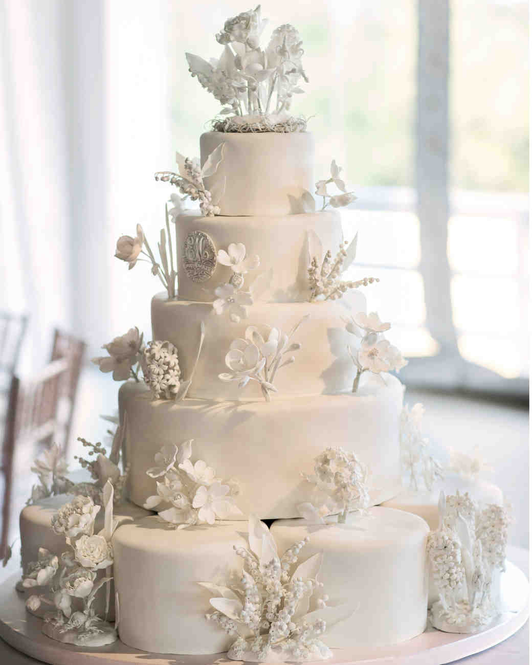 Wedding Cakes Images  45 Wedding Cakes With Sugar Flowers That Look Stunningly