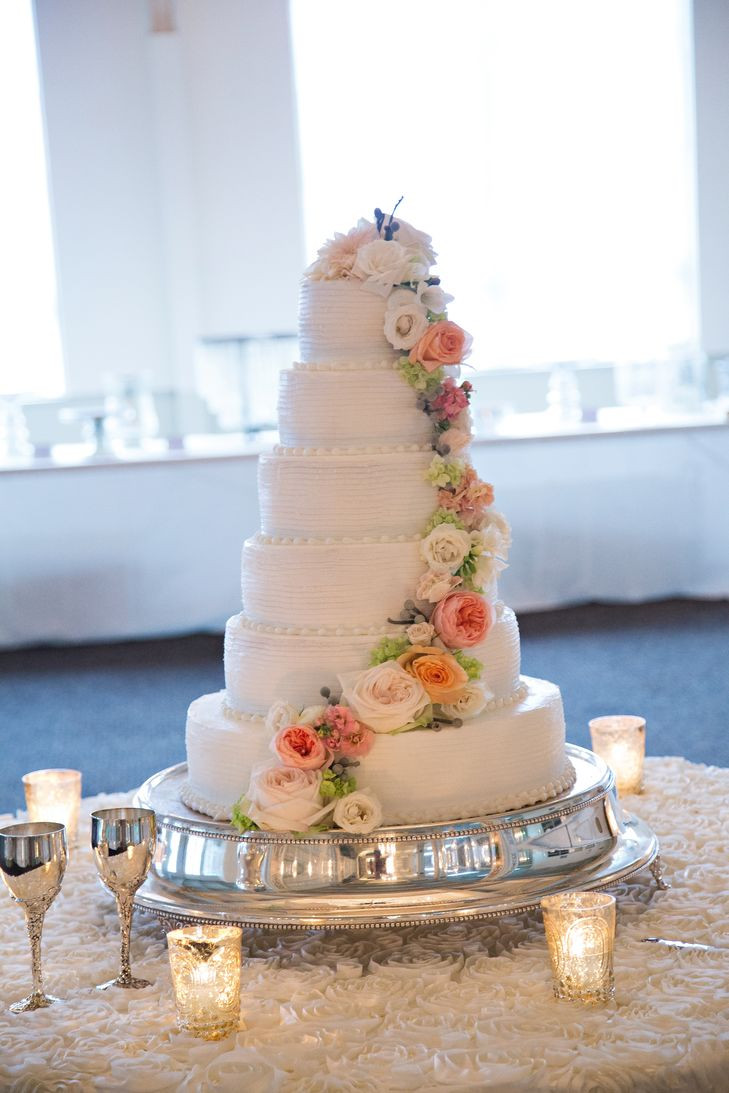 Wedding Cakes In Memphis Tn  An Elegant Traditional Wedding at The Cadre Building in