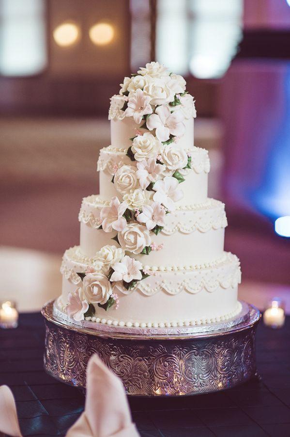 Wedding Cakes Indianapolis  Classic Indianapolis Wedding at Crowne Plaza Union Station