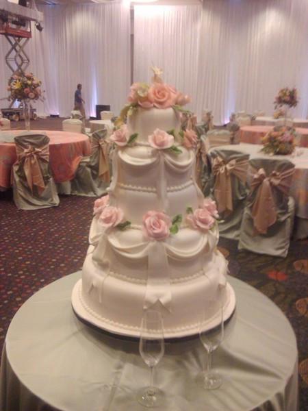 Wedding Cakes Kansas City Mo  Black Sheep Custom Cakes Kansas City MO Wedding Cake