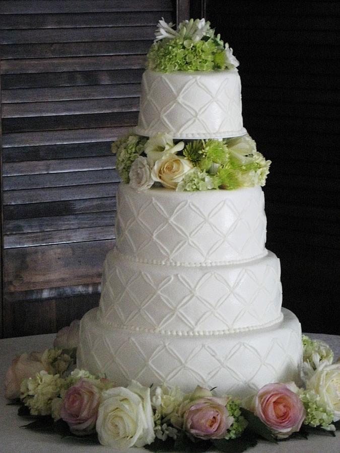 Wedding Cakes Kansas City  Icing on the Cake We Bake to Differ Kansas City Wedding