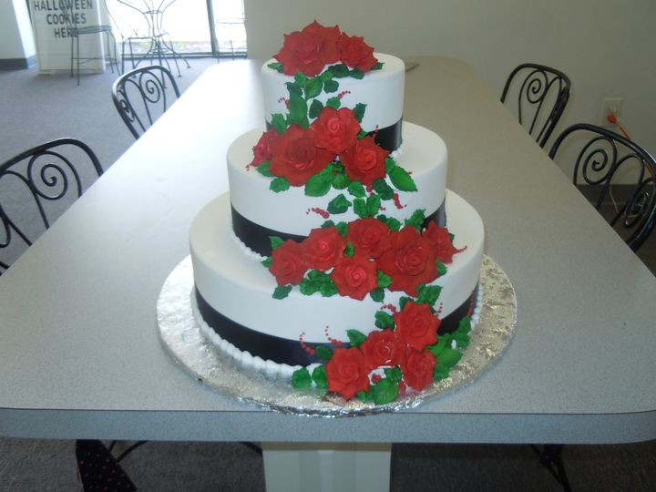 Wedding Cakes Lansing Mi  Cakes A Bloomin Wedding Cake Lansing MI WeddingWire