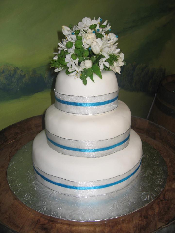 Wedding Cakes Layers  3 layer wedding cake